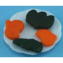 HALLOWEEN COOKIES ON PLATE