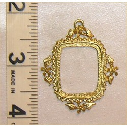PICTURE FRAME, VICT W/LEAVES, GOLD COLOR